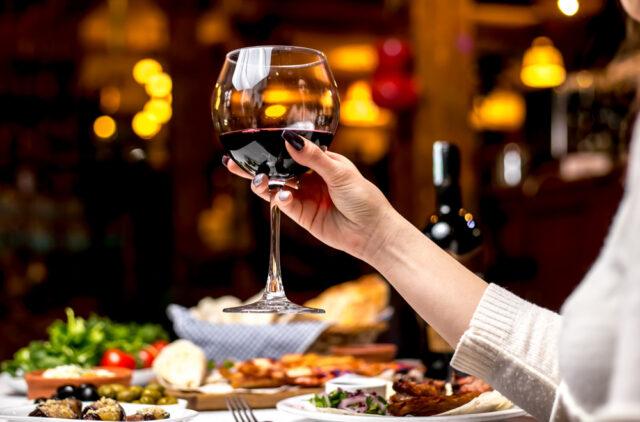 acompañar vino tinto