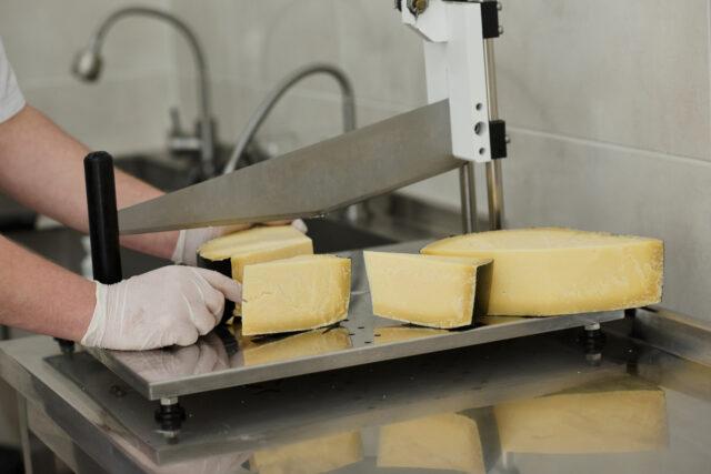 queso industrial vs. queso artesano