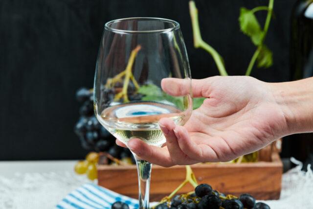 tomar vino blanco beneficios
